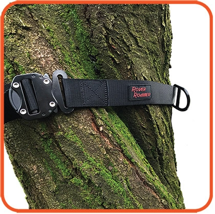 • Select your two anchor points, such as a tree or post, just   overhead to avoid injury. Thicker trees require extra straps. • Buckle the Strap around a tree, positioning D-ring in front.
